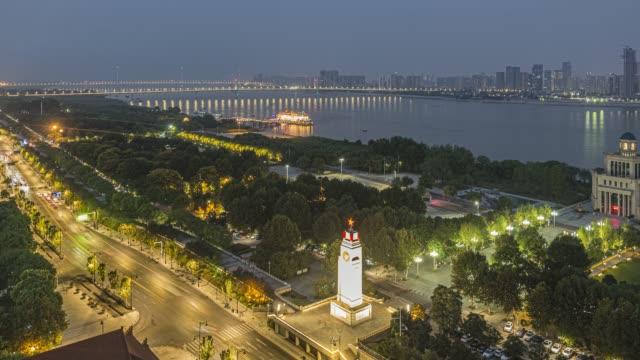 vídeos y material grabado en eventos de stock de película de lapso de tiempo de la puesta de sol sobre el segundo puente yangtze en wuhan - wuhan