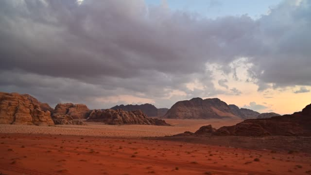 time lapse movie sunset scene of wadi rum desert in jordan, it is also known as the valley of the moon, many movie shot in wadi rum - pustynia filmów i materiałów b-roll
