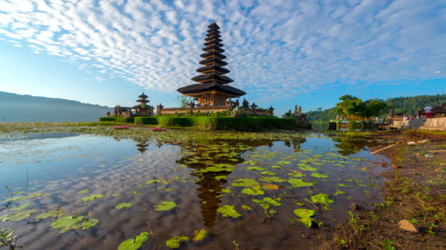 4k time lapse movie with slider scene of pura ulun danu bratan temple, bali, indonesia - tempio video stock e b–roll