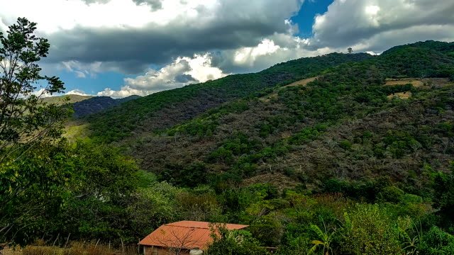 time lapse, moving clouds over sierra madre del sur mountains. ixcateopan mexico - guerrero video stock e b–roll