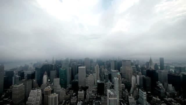 stockvideo's en b-roll-footage met time lapse new york city - bewolkt