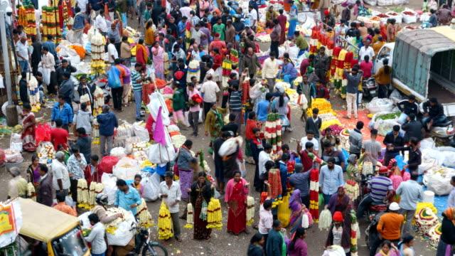stockvideo's en b-roll-footage met time lapse van een bloemenmarkt - india