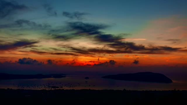 4k time lapse of andaman sea with beautiful sunset or sunrise in phuket thailand - погружённый стоковые видео и кадры b-roll