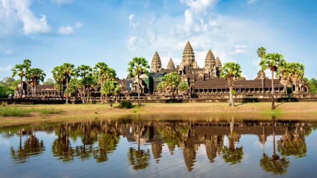 zeitraffer von angkor wat, siem reap, kambodscha - kambodschanische kultur stock-videos und b-roll-filmmaterial