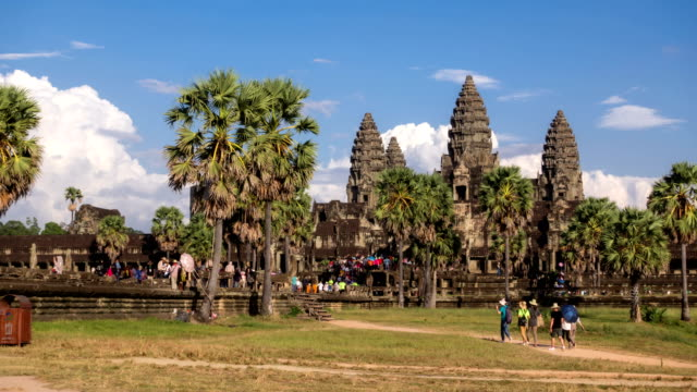 time lapse of ankor wat, siem reap, cambodia - wat video stock e b–roll