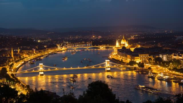 Zeitraffer der Kettenbrücke und Parlament, Budapest – Video