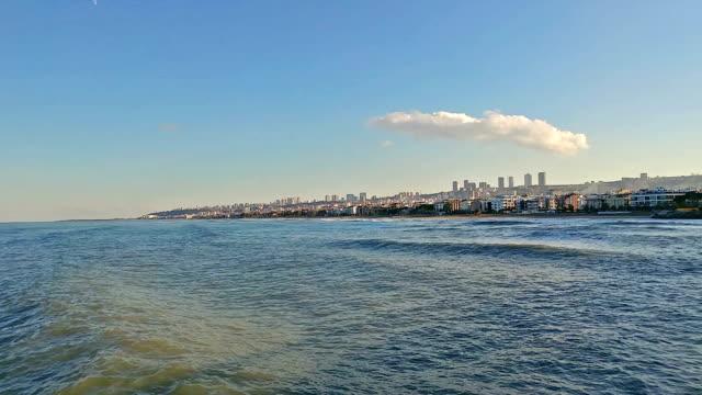 vídeos y material grabado en eventos de stock de lapso de tiempo de atakum playa, la ciudad de samsun, turquía - letra s