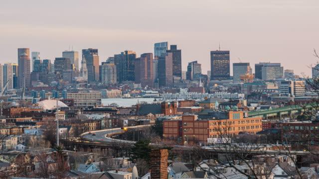 4k tidsfördröjning av boston skyline som kan se zakim bridge och tobin bridge med expressväg över boston stadsbilden i massachusetts, usa - massachusetts bildbanksvideor och videomaterial från bakom kulisserna
