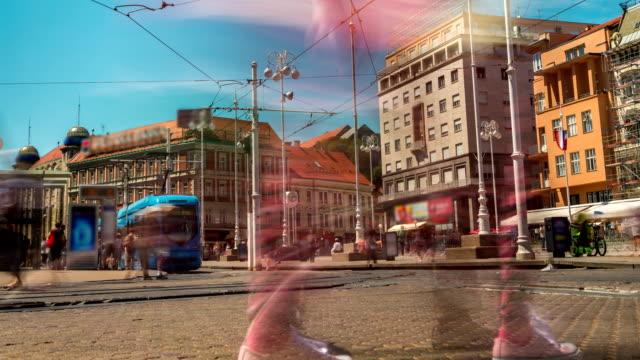zaman atlamalı yoğun şehir merkezi zagreb, hırvatistan - ultra yüksek çözünürlüklü televizon stok videoları ve detay görüntü çekimi