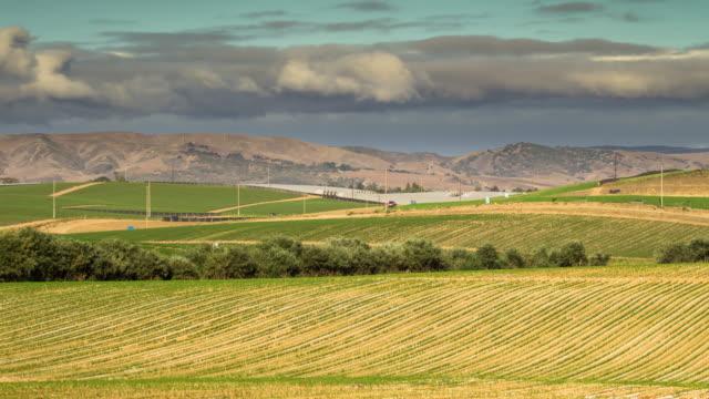 zeitraffer der california central valley farm - tal stock-videos und b-roll-filmmaterial