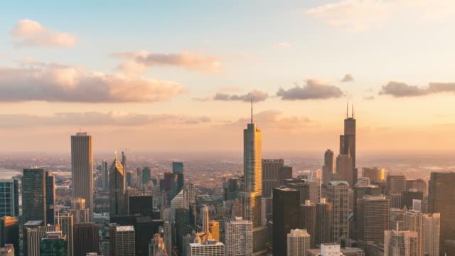 time lapse del paesaggio urbano di chicago giorno per notte, illinois, stati uniti - esposizione lunga video stock e b–roll