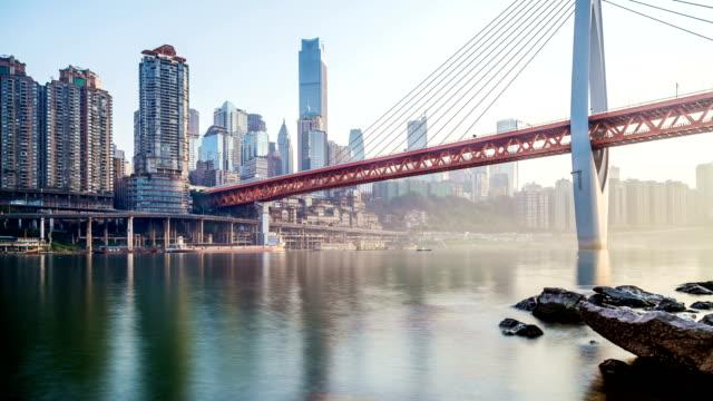 vídeos y material grabado en eventos de stock de lapso de tiempo de horizonte, ciudad de chongqing, china - río yangtsé