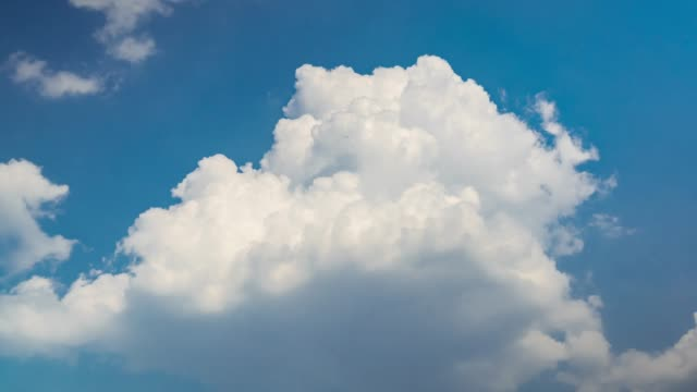 time lapse of clouds in summer season moving in the blue sky - lanuginoso video stock e b–roll