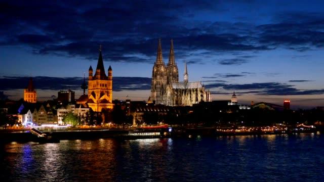 gece, almanya köln zaman atlamalı - katedral stok videoları ve detay görüntü çekimi