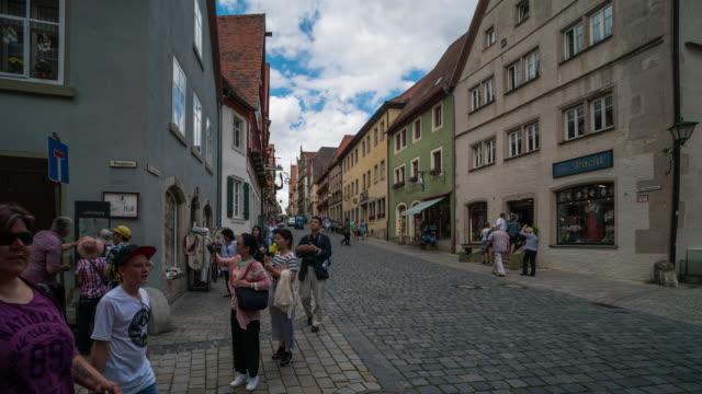 Zeit Ablauf der Menschenmenge zu Fuß in der Innenstadt Rothenburg ODT, Deutschland – Video
