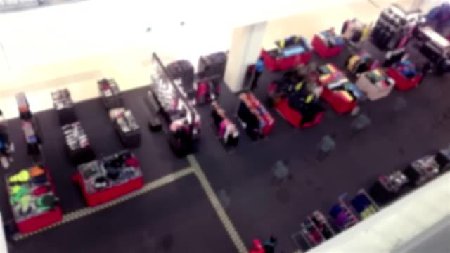 ショッピング モールの混雑した人々 の時間の経過。 - 展示会点の映像素材/bロール
