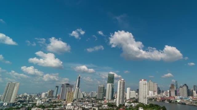 fantastik bulut bangkok cityscape nehir tarafı, doğa ve cityscape konsept üzerinde hareket 4k zaman atlamalı - bangkok stok videoları ve detay görüntü çekimi