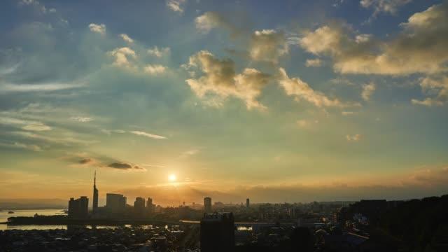 zeitraffer der stadt fukuoka in japan - sonnenaufgang stock-videos und b-roll-filmmaterial