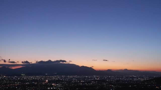 福岡市の時間経過 - 夜明け点の映像素材/bロール