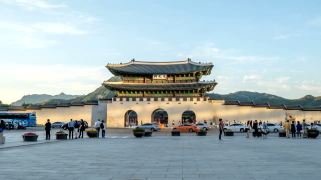 Time lapse of Gwanghwamun gate during sunset. Seoul, Korea - May 18, 2016: Time lapse of Gwanghwamun gate during sunset. It is the main and largest gate of Gyeongbokgung Palace, in Jongno-gu, Seoul, South Korea. gwanghwamun gate stock videos & royalty-free footage