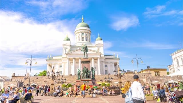 vídeos de stock, filmes e b-roll de lapso de tempo da catedral de helsinque na finlândia - monumento