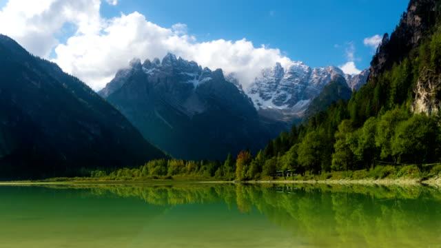 Lapso de tiempo de lago Landro, Dolomitas, Italia - vídeo