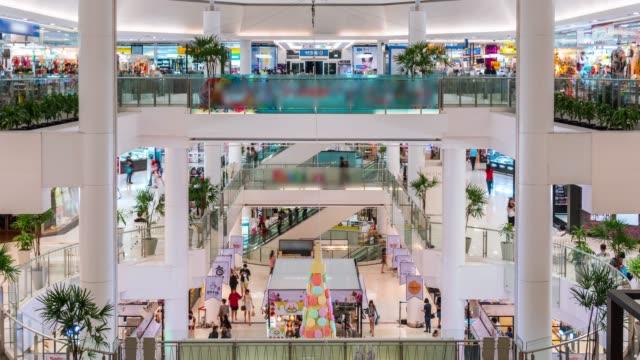 ショッピング モールの多くの人々 の時間の経過 - 展示会点の映像素材/bロール