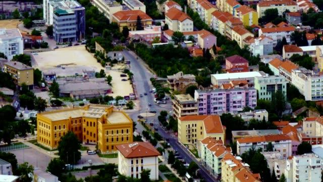 モスタル市とネレトヴァ川の時間経過-ボスニア・ヘルツェゴビナ、 - ボスニア・ヘルツェゴビナ点の映像素材/bロール