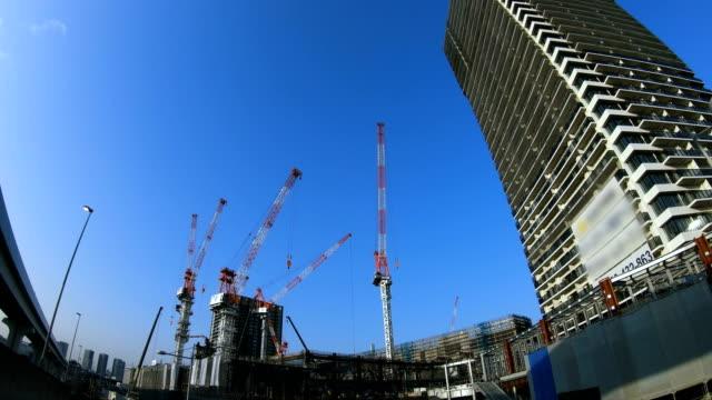 Ein Zeitraffer des beweglichen Krans im Bau von Ariake Tokio – Video