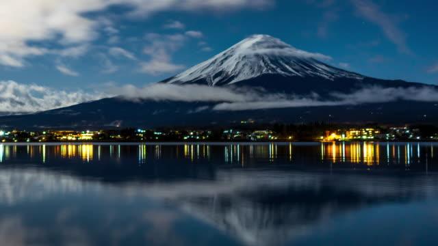 夜の富士山の時間経過 - 富士山点の映像素材/bロール