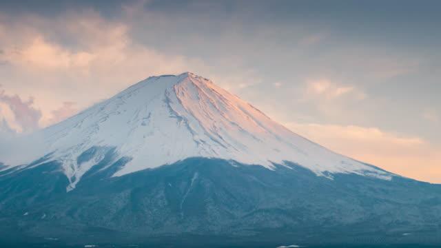 山梨県河口湖で時間経過の富士山富士山日没時間 - 山点の映像素材/bロール