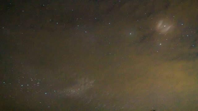 tid förflutit av natthimlen och vintergatans mörka natt - nightsky bildbanksvideor och videomaterial från bakom kulisserna
