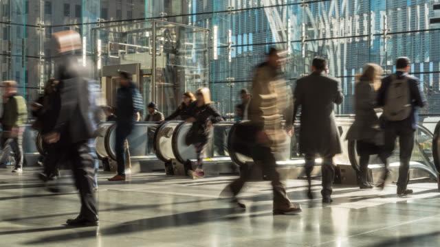 time lapse of passenger and tourist walking and running on escalator - attività fisica video stock e b–roll