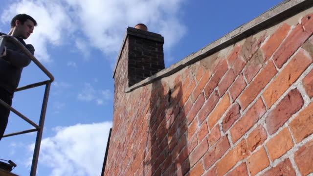 diy time lapse of pointing brickwork - skylift bildbanksvideor och videomaterial från bakom kulisserna