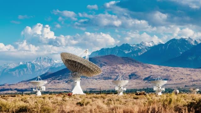 radioteleskop i rörelse - satellit bildbanksvideor och videomaterial från bakom kulisserna