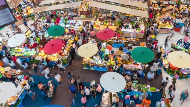 stockvideo's en b-roll-footage met time-lapse van retro markt in winkelcentrum, luchtfoto - thai food