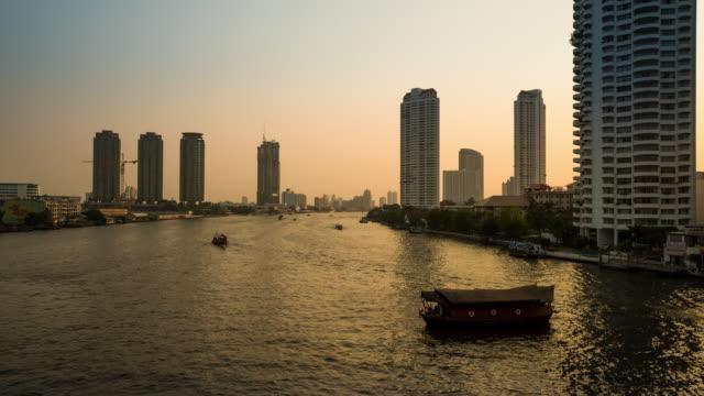 Zeitraffer river-Verkehr in der Abenddämmerung, den Chao Phraya – Video