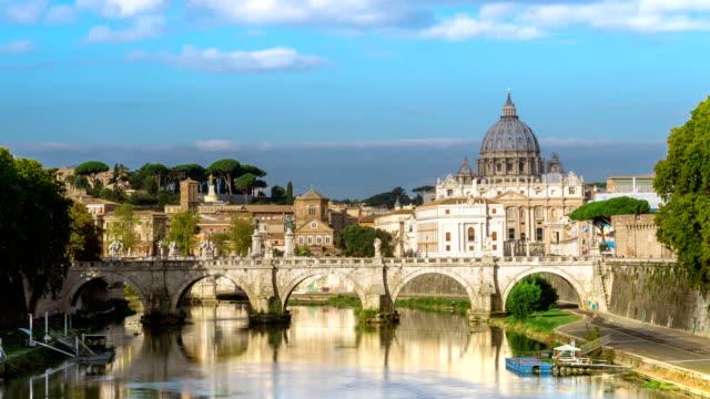 zaman atlamalı roma skyline st peter bazilikası ile - vatikan şehir devleti stok videoları ve detay görüntü çekimi