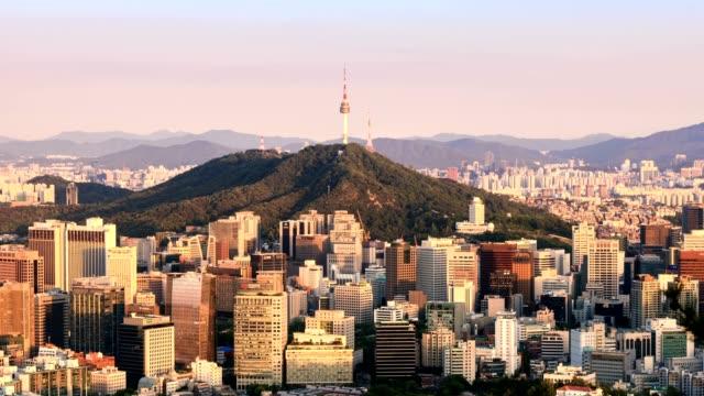 vídeos de stock e filmes b-roll de 4k time lapse of seoul city skyline from day to night, south korea. - seul
