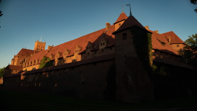 Time lapse of the Castle at sunrise.