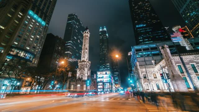 シカゴ、アメリカ合衆国の nigttime でノースミシガンアベニューの壮大なマイルの 4 k の時間経過 - ファストモーション点の映像素材/bロール