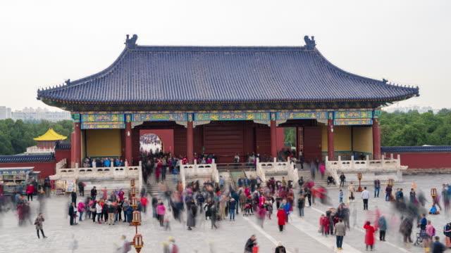 神殿をさまよう人々のタイムラプス - 仏塔点の映像素材/bロール