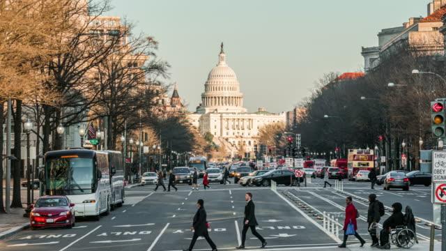 amerika birleşik devletleri capitol building cityscape zaman atlamalı - cumhuriyet günü stok videoları ve detay görüntü çekimi
