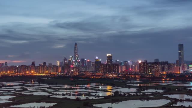 4 k 上の時間の経過を見る夜の時間、中国、ビジネス、建設、輸送の近代的な概念の日に香港からシンセン都市の景観を見ることができます。 - 広東省点の映像素材/bロール