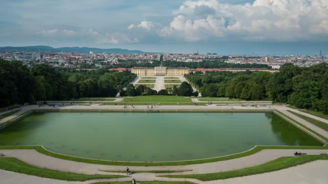 Time Lapse of Tourist aufwachen im Schloss Schönbrunn, Wien, Österreich – Video