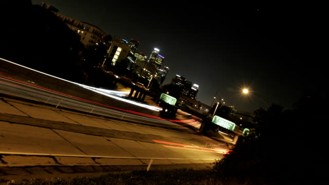 stockvideo's en b-roll-footage met time lapse of traffic at night in los angeles - airport pickup