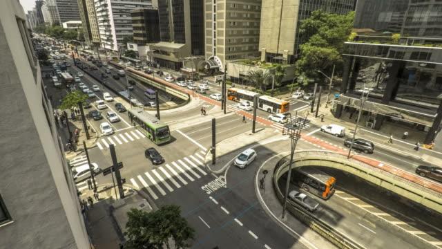 time lapse of traffic jam and pedestrians in paulista avenue - são paulo video stock e b–roll