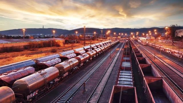 zeitraffer der zug fracht transport - cargo transit - slowakei stock-videos und b-roll-filmmaterial