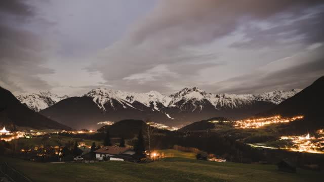 vídeos de stock, filmes e b-roll de lapso de tempo dos alpes tiroleses - tyrol state austria