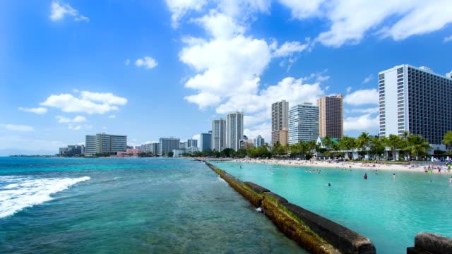 time lapse di waikiki beach, oahu, hawaii - full hd format video stock e b–roll